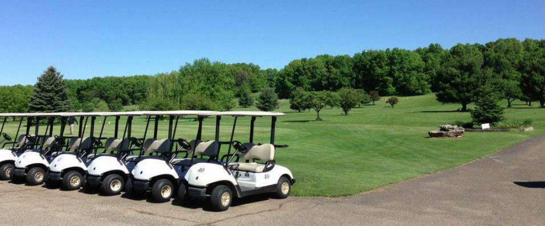 [ Sink a Hole-in-One at Hickory Ridge Golf Course ]